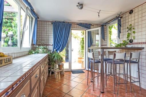 Cocina con acceso a la terraza