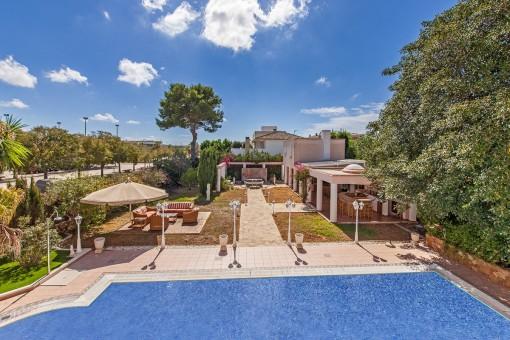 Chalet exclusivo con piscina, casa de invitados separada y cocina de verano
