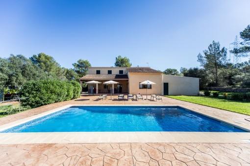 Finca encantadora con piscina y licencia turística rodeada de un pinar en el centro de la isla