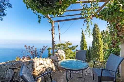 Encantadora terraza con vistas al mar