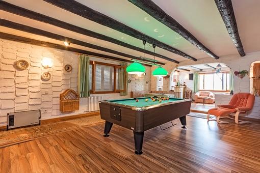 Villa con mesa de billar