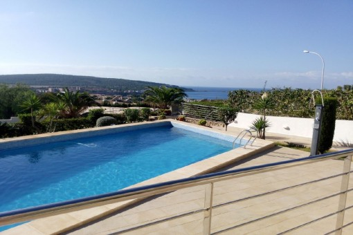 Área de piscina soleada
