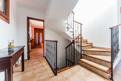 Corredor con escalera