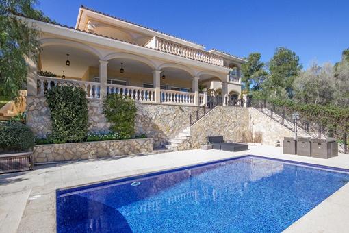 Villa espaciosa con vistas espléndidas al mar en ubicación céntrica de Palmanova
