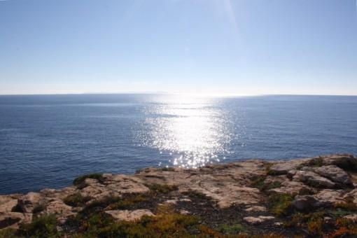 Vistas al mar soleado