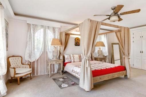 Vista alternativa del dormitorio principal