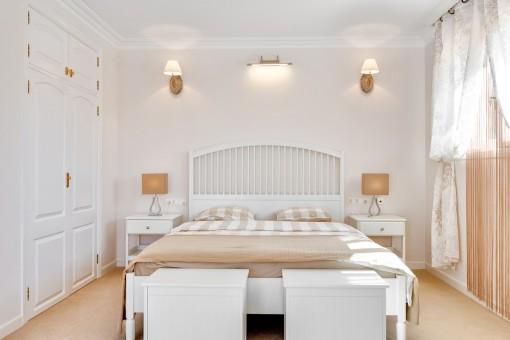 Maravilloso dormitorio con armario empotrado