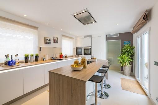 Chalet adosado estilo loft minimalista en sa torre comprar for Cocinas italianas equipadas