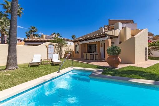 Bonita casa unifamiliar con mucha privacidad junto al campo de golf de Santa Ponsa