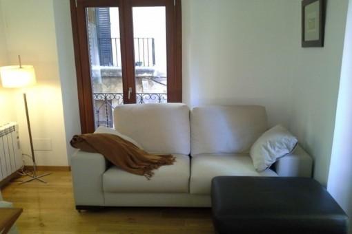Salón con sofa