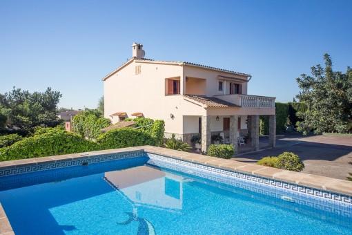 Bonita vivienda unifamiliar muy completa, con piscina, casa de invitados y vistas a la Tramontana en Marratxi