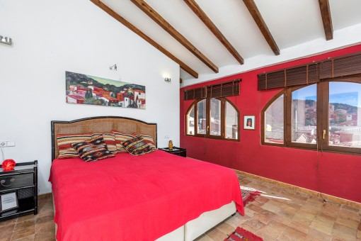 Dormitorio con vistas sobre el pueblo