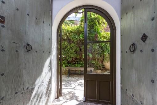 Accesso al jardín desde la casa