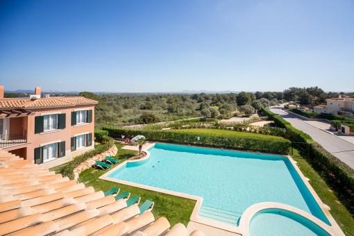 Ático con balcón en complejo precioso con jardín y piscina comunitaria cerca de Es Trenc