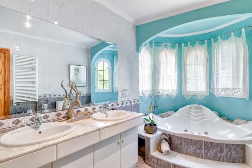 Baño principal con jacuzzi