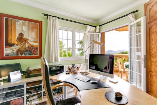 Oficina con acceso a la terraza