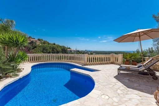 Villa elegante con vistas al mar en ubicación...