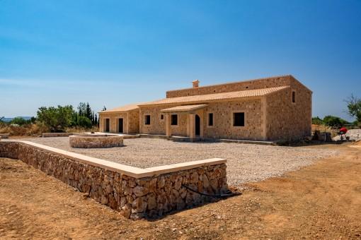 Casa de campo de obra nueva con una construcción de primera calidad