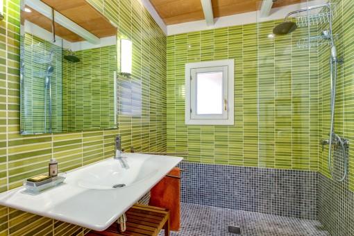 Baño verde en suite