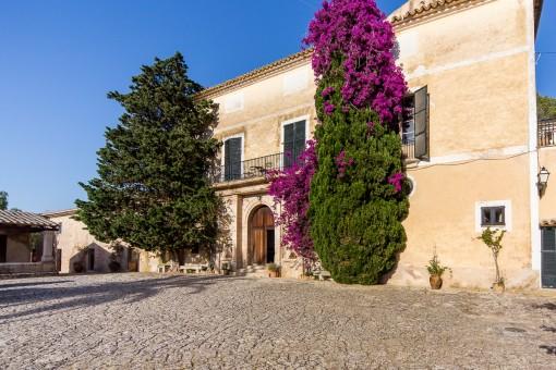 Casa de campo histórica con una superficie construida de 4.000 m2 en un terreno de 1.200.000 m2 cerca de Palma