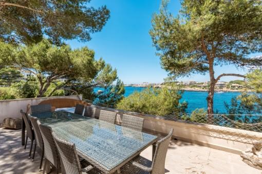 Idílica terraza con vistas al mar