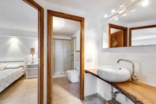Moderno baño para los invitados