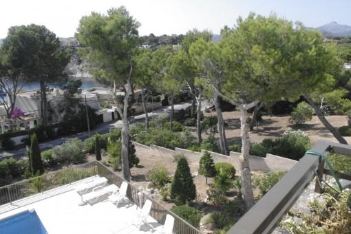 Vistas a la piscina communitaria desde el balcón
