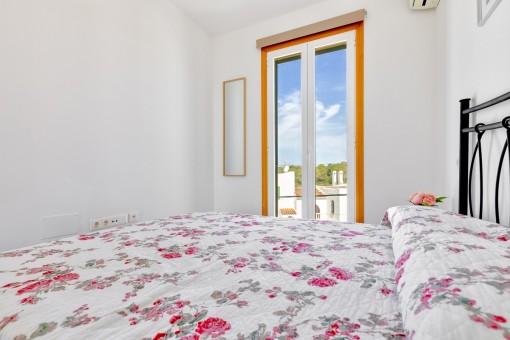 Dormitorio con vistas panorámicas