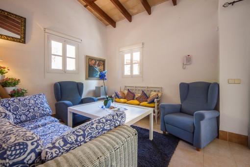 Salón moderno de una casa de invitados