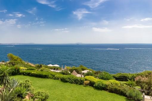 Apartamento con vistas panorámicas al mar en la primera línea