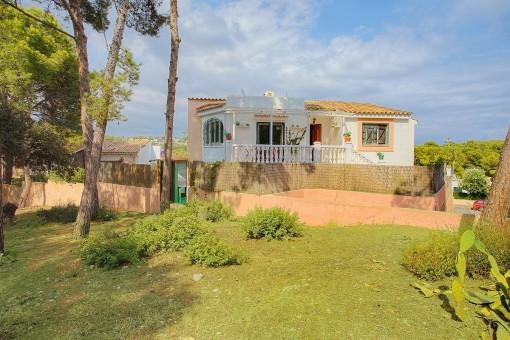 Chalet con terrazas y piscina a sólo 300 m del mar en Portals Nous