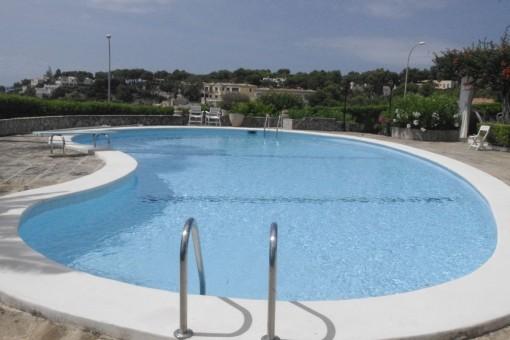 Área de piscina bonita
