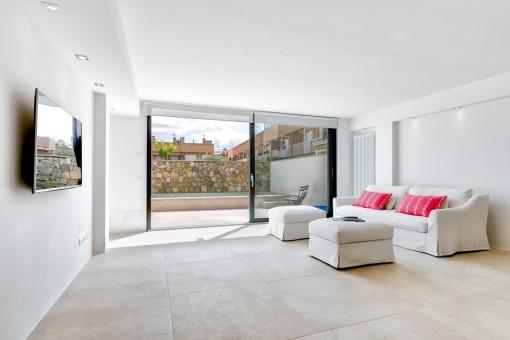 Luminosa zona de estar con acceso a la terraza