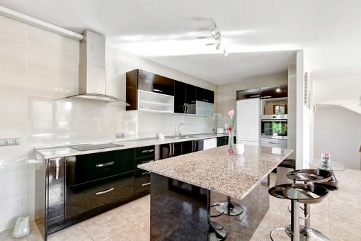 Cocina espaciosa y totalmente equipada