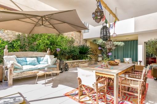 Propiedad llena de luz y con mucho estilo moderna casa de for Casas modernas con piscina interior