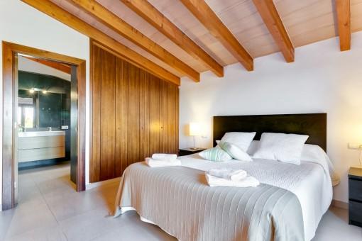 Dormitorio doble con baño en suite