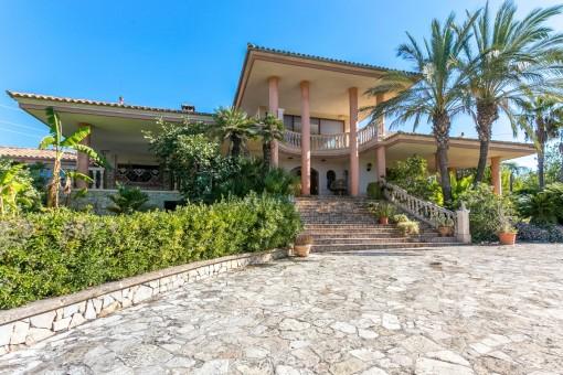 Hollywood en Mallorca: chalet a reformar en Inca con mármol, terrazas, privacidad y vistas lejanas