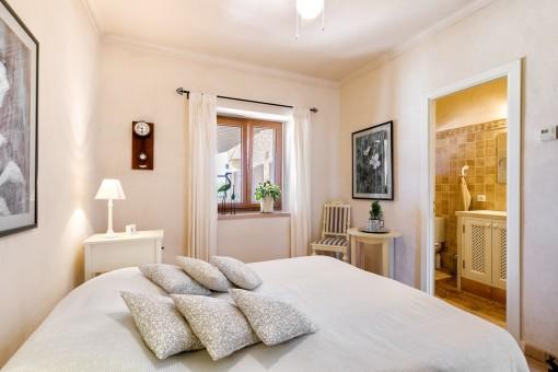 Dormitorio doble agradable con baño en suite