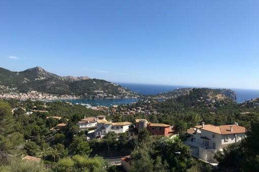 Vistas maravillosas sobre la bahía y el puerto de Andratx