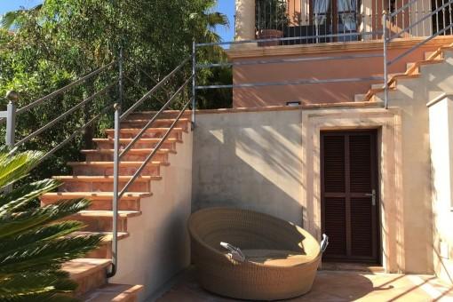 La casa tiene una sauna en el jardín