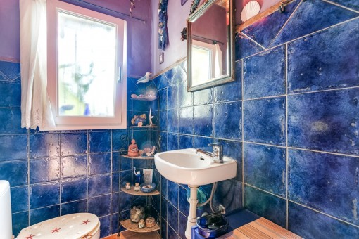 Bonito baño con elementos mediterráneo