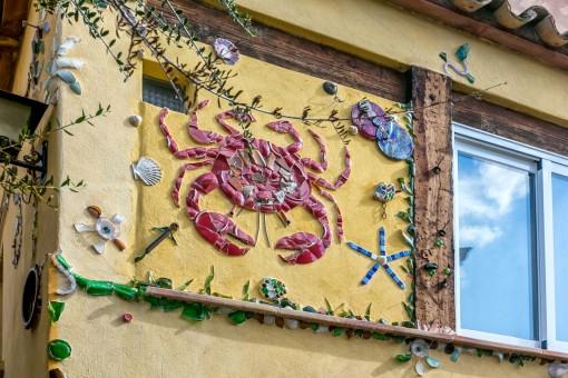 Detalles de mosaico en las paredes