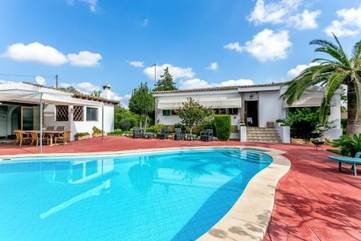 Chalet vintage con piscina y campo deportivo en Es Garrovers