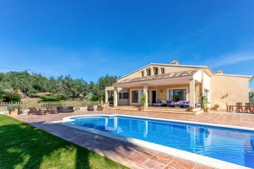 Chalet lujoso con piscina y vistas espectaculares en Puntiró