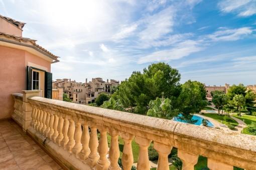 Vistas maravillosas desde la terraza a la piscina