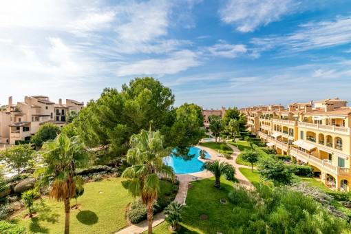 Vistas al complejo residencial mediterráneo y bien cuidado
