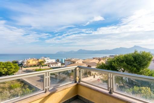 Chalet moderno con piscina y fantásticas vistas al mar y a la bahía de Alcúdia con la mejor calidad