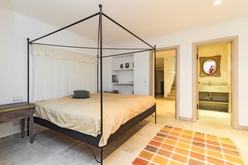 Dormitorio de huéspedes con baño en suite
