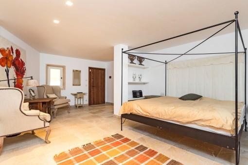 Espacioso dormitorio de huéspedes