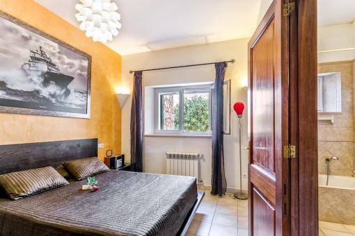 Acogedor dormitorio doble con calefacción para los días fríos